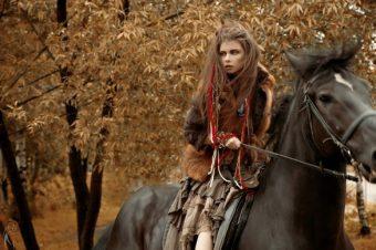 [Fashion Editorial] La cavalière navajo de Maria Kirienko