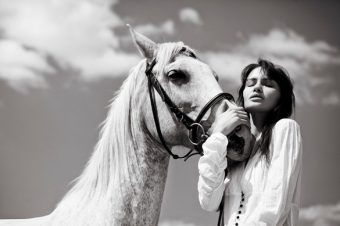 [Fashion Editorial] Dorota Korotko et le cheval enchanté