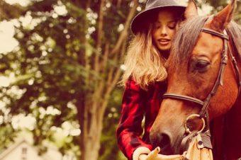 [Fashion Editorial] Pas de crise d'ado aux écuries avec Seventeen Mag