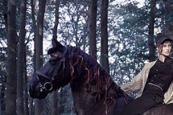 [Fashion Editorial] Le cheval noir de Lars Weber