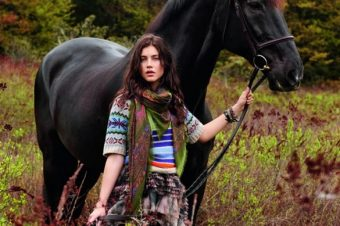 [Fashion Editorial] Le cheval noir de Matt Jones
