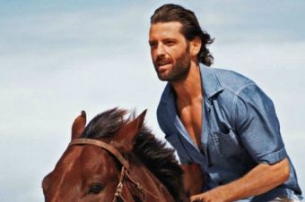 [Fashion Advertising] Galop sur la plage pour Tommy Bahama