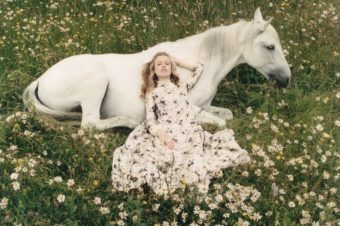 [Fashion Editorial] Les rêves bucoliques de Georgia May Jagger