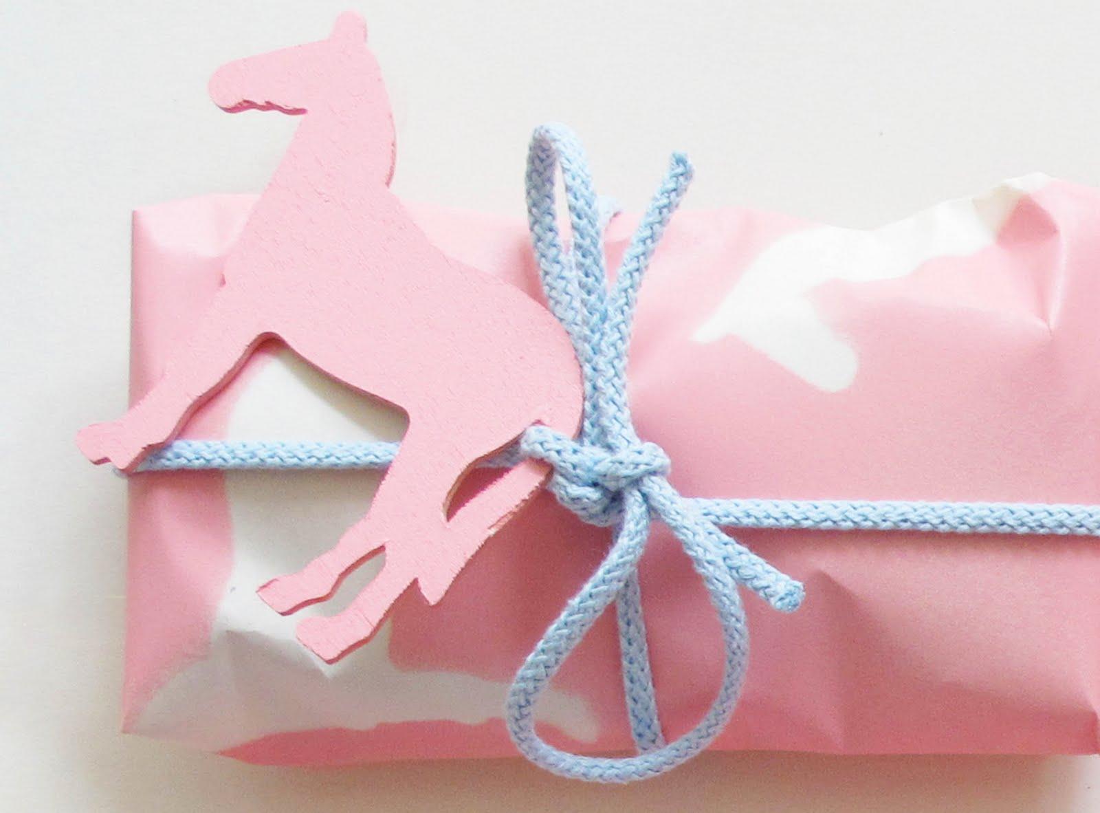 www.pegasebuzz.com | Equestrian wraping for Christmas gift