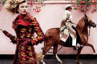 [Fashion Editorial] Karlie Kloss passe du blanc à l'alezan