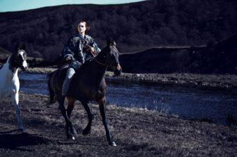 [Fashion Editorial] Le conte de fées signé Phil Poynter