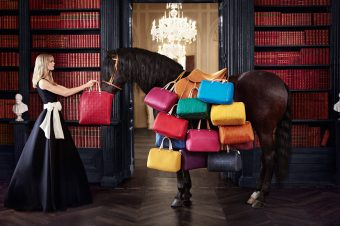 [Fashion Ad] Le cheval noir de Carolina Herrera