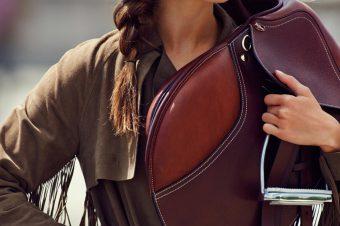 [Fashion Editorial] Andreea Diaconu : la vie cavalière chez Vogue Paris
