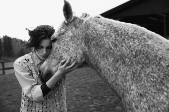 [Fashion Editorial] Erika Linder et gris truité