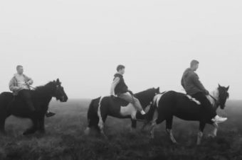 [Music] Rone – Quitter la ville… à cheval !