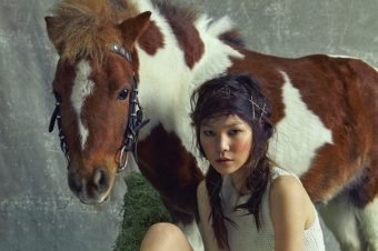 [Fashion Editorial] Un poney de ferme pour Vogue Korea