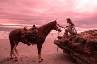 [Fashion] Alessandra Ambrosio à cheval pour Ale