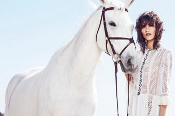 [Fashion Editorial] Air France Madame : un cheval blanc à Malibu