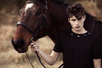 [Fashion Editorial] Sea Horse : l'Homme, le Cheval et sa Mer