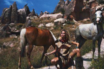 [Fashion Editorial] La cavalière primaire de Vogue Paris