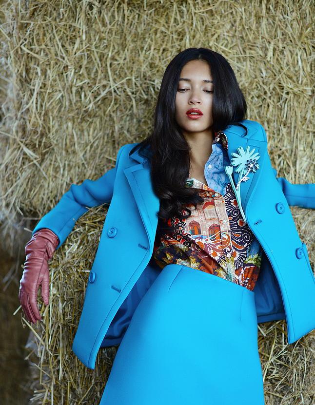 Fashion editorial daniela de jesus cosio by iris lis for Daniela costanzo