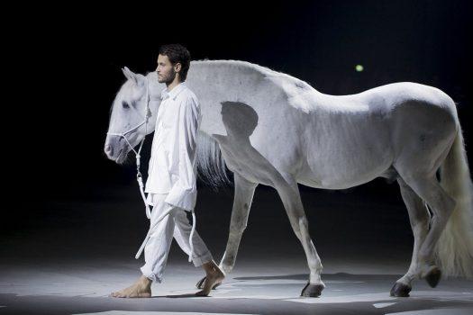 [Haute-Couture] Le cheval blanc de Jacquemus