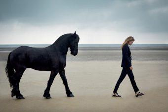 [Fashion Editorial] Le cheval noir de Harper's Bazaar UK