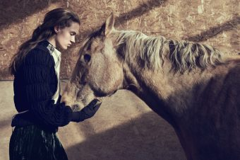 [Fashion Editorial] Adrienne Jüliger : aveuglément cheval