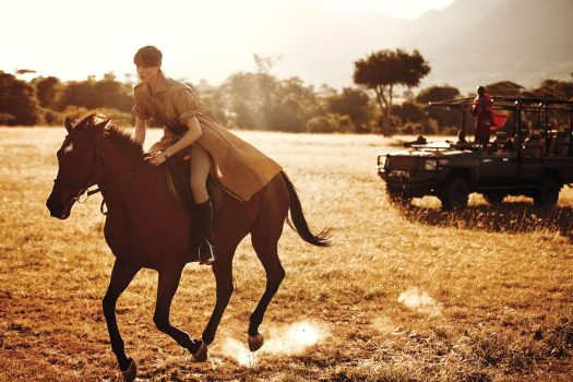 [Fashion Editorial] Edie Campbell back in the saddle pour WSJ Magazine