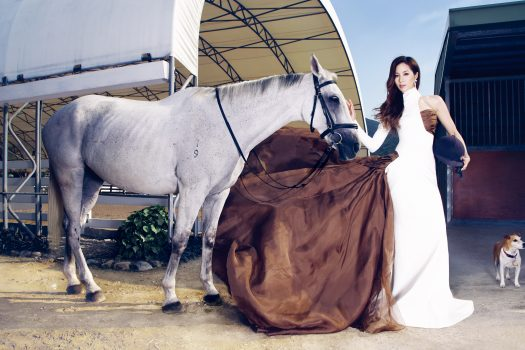 [Fashion Editorial] Le cheval blanc de Cathy Tsui
