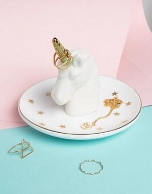 www.pegasebuzz.com | Sass & Belle Unicorn