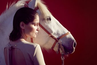 [PEOPLE] Laetitia Casta, le regard Camargue