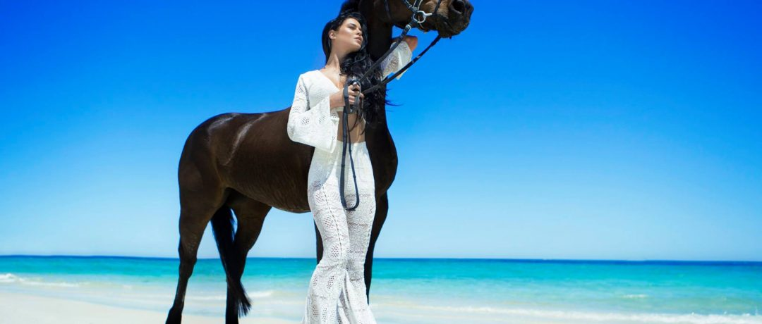 [Fashion Photography] Aaron McPolin : horse on the beach