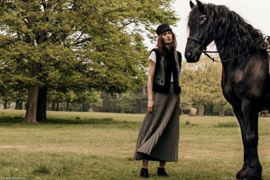 [Fashion Editorial] Le cheval noir de La Femme Magazine