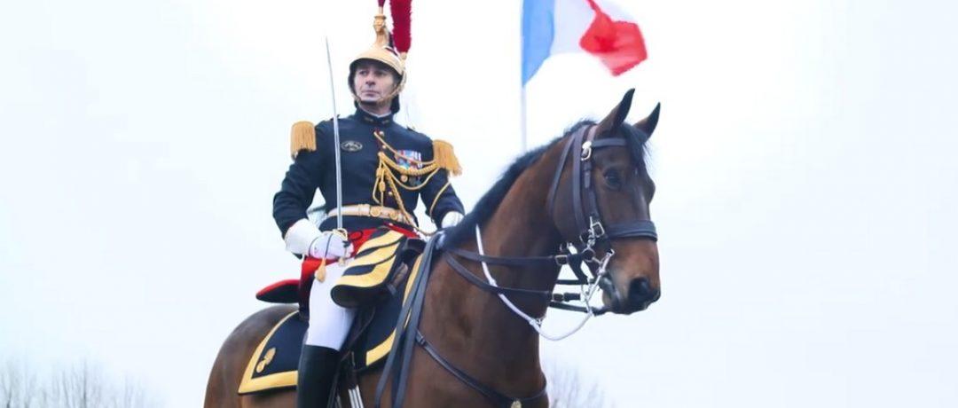 [Culture] Emmanuel Macron offre un cheval de la Garde Républicaine à la Chine