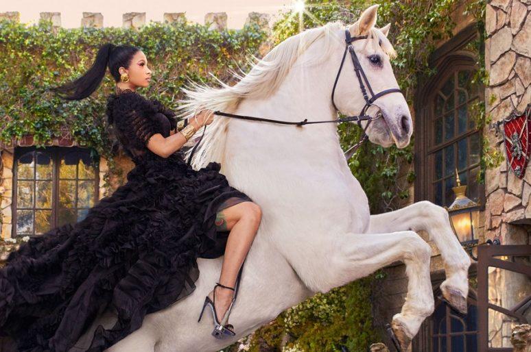 [People] Cardi B, la princesse de Harper's Bazaar